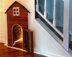 Take A Tour Through This Doghouse Tucked Under The Staircase – The Dog Lives The Life Of Luxury
